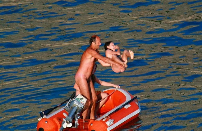 Family nudism photo [Summer nudism]